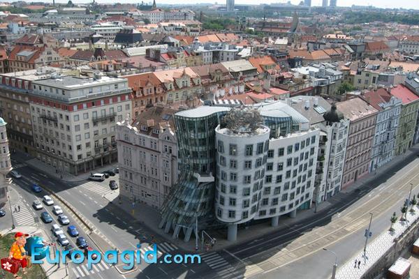 танцующий дом в Праге история