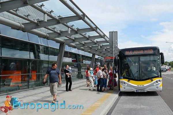 как добраться из аэропорта Модлин на автобусе