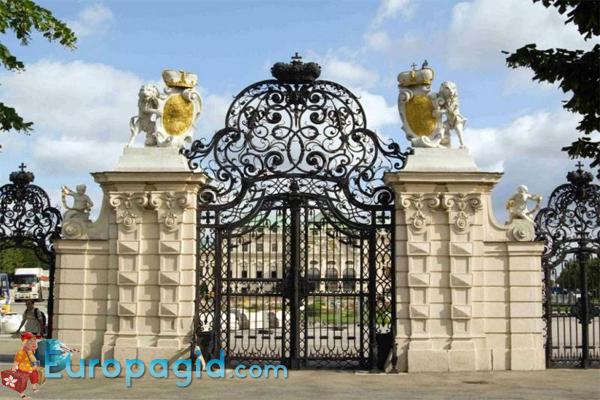 Ворота в Бельведер в Вене