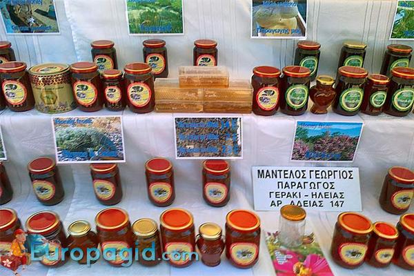 какие сувениры привезти из Греции
