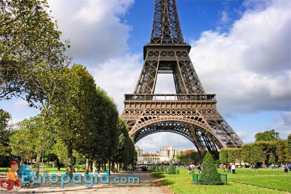 Эйфелева башня в цвету