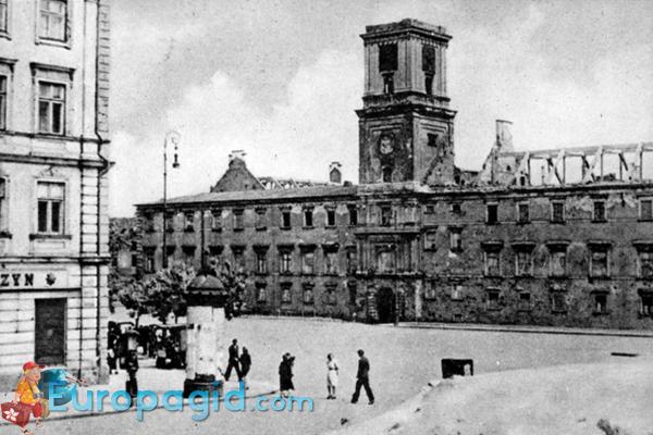 Королевский дворец в Варшаве после войны