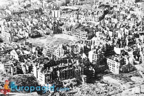 Старый город Варшавы после войны