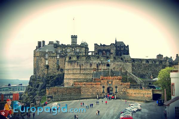 замок Эдинбург в Шотландии