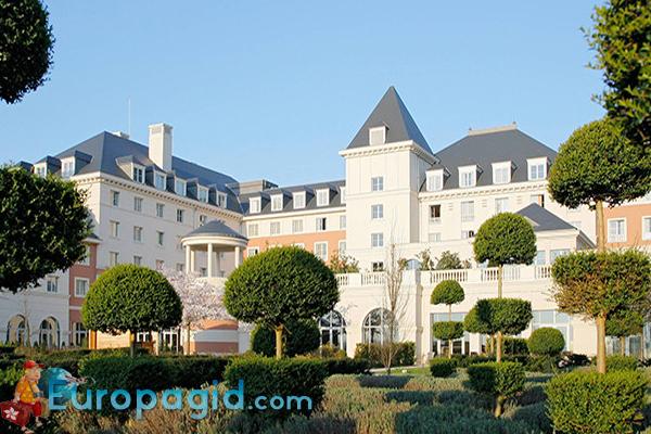 отели Диснейленда Парижа замок мечты