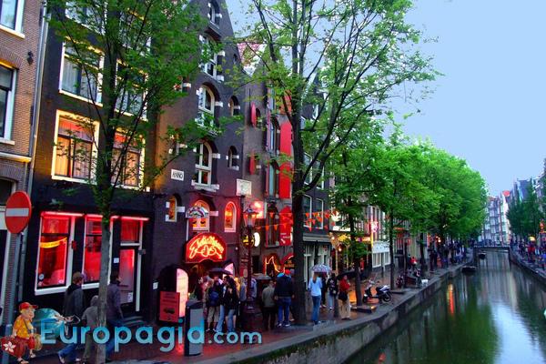 улица красный фонарей в Амстердаме как добраться по воде