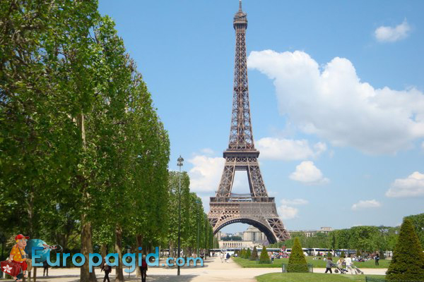 Марсово поле в Париже для вас
