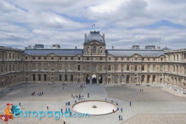 музей Лувр время работы