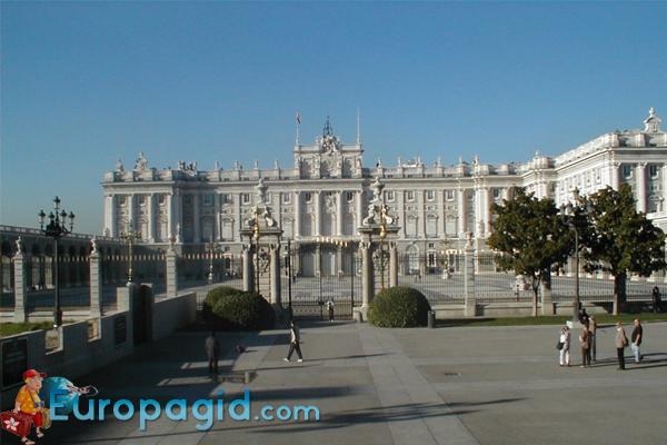 дворец Palacio Real  в Мадриде