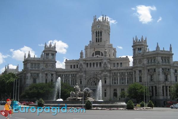 как добраться на площадь Сибелес в Мадриде