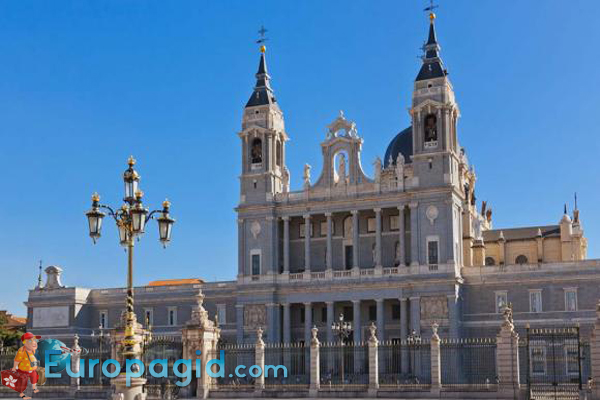 собор святой девы Альмудены