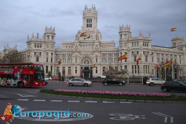 Plazade Cibeles в Мадриде для всех