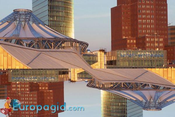 Потсдамская площадь в Берлине