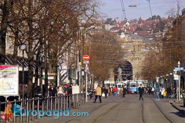 Улица Банхофштрассе в Цюрихе  в общем